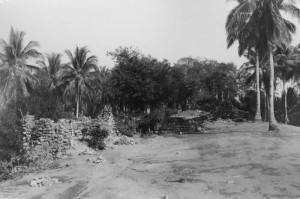 Ruins of Portuguese Fort on Palau Ende, Flores, Indonesia (1900s.). Tropenmuseum of the Royal Tropical Institute (KIT). Licensed under the Creative Commons Attribution-Share Alike