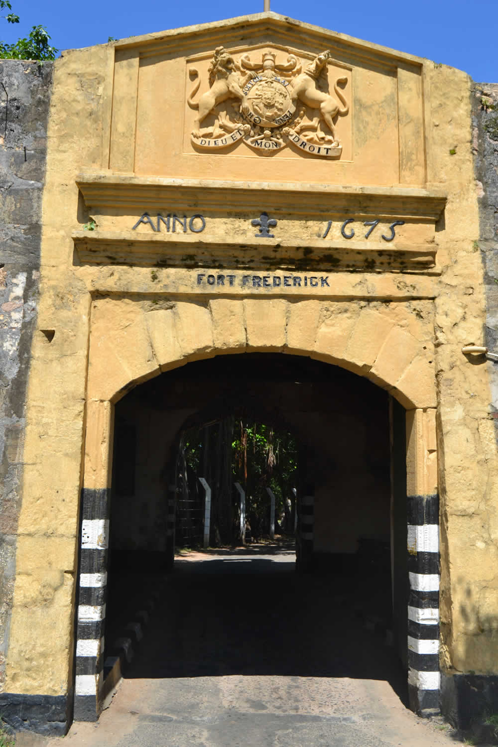 Porta d'ingresso principale, Fort Fredrick, Trincomalee, Sri Lanka. Author Bel Adone. No Copyright