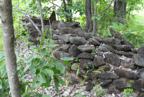Native sections of the walls that have survived. Luanze, Zimbabwe. Author and Copyright Chris Dunbar