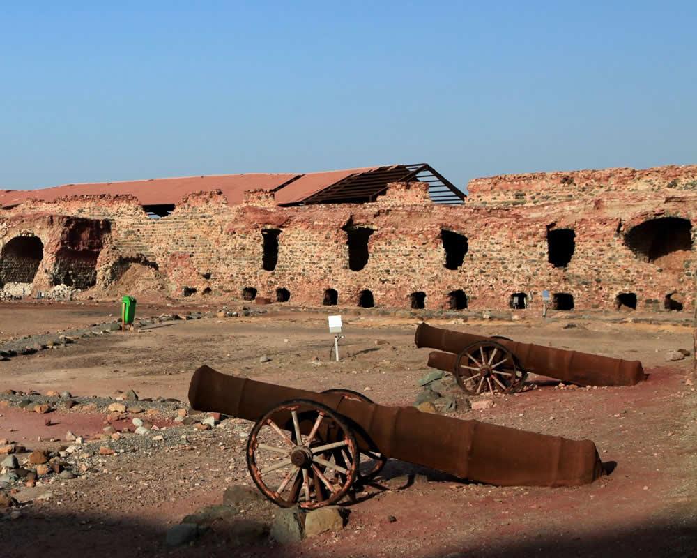 Portuguese Fort, Hormuz, Iran. Author Ninara. Licensed under the Creative Commons Attribution-Share Alike