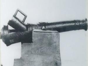 Portuguese canon found at Dhlo Dhlo Ruins. Dhlo Dhlo, Zimbabwe. Author and Copyright Chris Dunbar