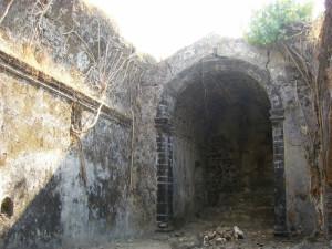 Portuguese church of Korlai Fort (Morro de Chaul), India. Author Darima. Licensed under the Creative Commons Attribution
