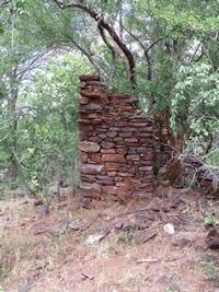 Ruins of the early settlers house Makaha, Zimbabwe. Photo © by Chris Dunbar. ,