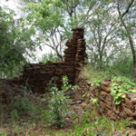 Ruins of the early settlers house Makaha, Zimbabwe. Photo © by Chris Dunbar..