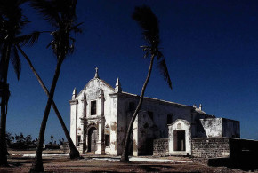 Igreja de Santo António ou Capela, Ilha de Moçambique, Moçambique. Author Steve Evans. Licensed under the Creative Commons Attribution
