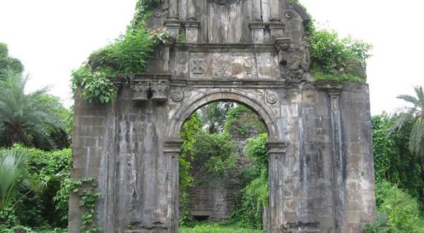 O Portão de entrada para a cidadela da fortaleza. Baçaim (Vasai). Autor e Copyright Sushant Raut