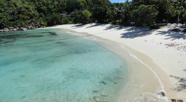 Petit Anse Kerlan, Praslin, Seychelles. Author Fabio Achilli. Licensed under the Creative Commons Attribution